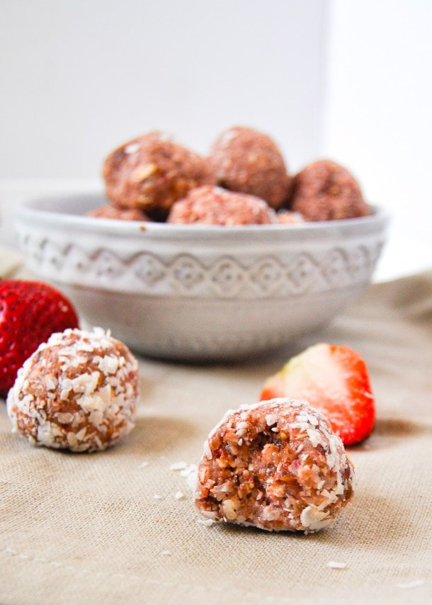 No bake strawberry almond energy balls