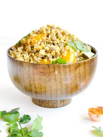 Rice cauliflower in wooden bowl